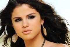 Selena Gomez Kemoterapi Gördüğünü Açıkladı