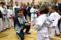 Başbakan Davutoğlu Spor Salonu Açılışı Yaptı