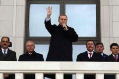 Erdoğan Külliye Balkonundan Halkı Selamladı