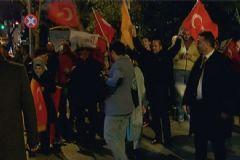 Vatandaşlar Erdoğan'ın Evinin Önünde Toplandı
