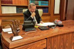 Erdoğan'ın Masasındaki Rabia Heykeli Dikkat Çekti