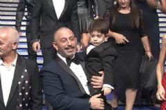 Cem Yılmaz Yeni Filminin Galasına Oğlu ile Katıldı