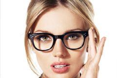 Gözlük Kullanan Kadınlar Nasıl Makyaj Yapmalı?