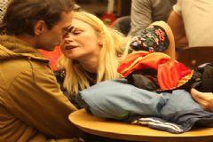 Seçkin Piriler Affettiği Kocasını Öpücüklere Boğdu