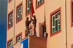 Mardin'de İndirilen Türk Bayrağı Tekrar Asıldı