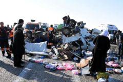 Van'da Trafik Faciası: 14 Ölü 4 Yaralı