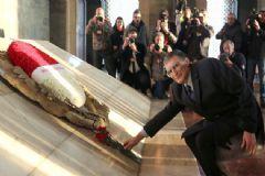 Aziz Sancar Ailesi ile Anıtkabir'i Ziyaret Etti
