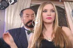 Adnan Oktar Rus Güzelle Göbek Attı