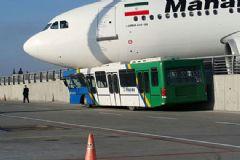 Atatürk Havalimanı'na İnen Uçak Korkuluklar Sayesinde Durabildi!