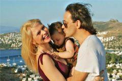 Kaan Tangöze ile Eşi Yılbaşına Ayrı Girdi