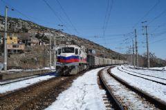 Van'da Yük Trenine Bombalı Saldırı