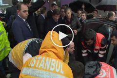Başbakan Davutoğlu Trafik Kazası Yapan Vatandaşlara Yardım Etti