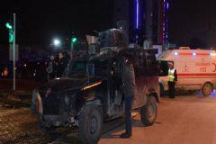 Zırhlı Polis Aracına Otomobil Çarptı: 3'ü Polis 6 Yaralı