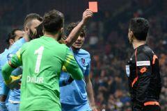 Trabzonsporlu Salih Dursun Hakeme Kırmızı Kart Gösterdi