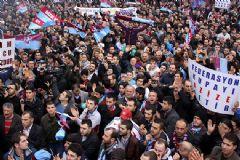 Bir Grup Trabzonspor Taraftarı TFF Binasına Saldırdı