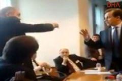 Yunanistan'da 2 Milletvekili Toplantıyı Önlemeye Çalıştı