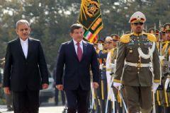 Başbakan Davutoğlu'na İran'da Resmi Tören
