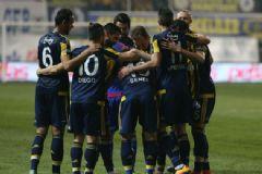 Fenerbahçe Manisa'da Güldü