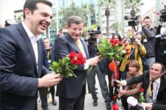 Davutoğlu İzmir'de Yunan Başbakan İle Bir Araya Geldi