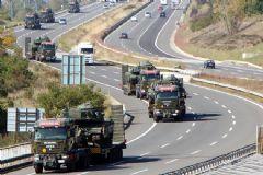 Yüksekova'da Tank Sevkiyatı