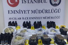 İstanbul'da Molotof Kokteyli ve Havai Fişek Ele Geçirildi