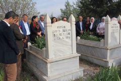 HDP'li Vekiller Öcalan'ın Anne ve Babasının Mezarını Ziyaret Etti