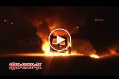 TEM Otoyolu'nda Çekici Üzerindeki Araç Alev Alev Yandı