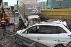 TEM'de Zincirleme Kaza: 13 Araç Birbirine Girdi!