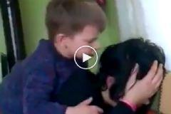 Ablasını Döven Küçük Çocuk Sosyal Medyada Olay Oldu