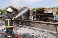TEM'de Kömür Yüklü TIR İle Otomobil Çarpıştı: 1 Ölü 3 Yaralı