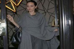 Angelina Jolie Bitmiş ve Tükenmiş Şekilde Görüntülendi