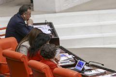 Meclis'teki Vekiller Başbakan'ın Açıklamalarını Böyle İzledi