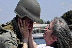Nöbet Tutan Askerlere 'Anneler Günü' Sürprizi