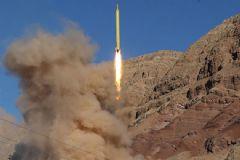 İran Uzun Menzilli Balistik Füze Denemesi Yaptı