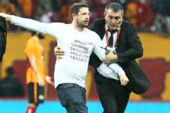 Galatasaray-Beşiktaş Maçında Sahaya Giren Kişi Konuştu
