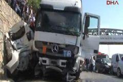 Sancaktepe'de Tır Çok Sayıda Araca Çarptı: Ölü ve Yaralılar Var