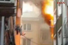 Kasımpaşa'da Bir Binada Yangın Çıktı
