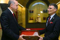 Prof. Dr. Aziz Sancar Nobel Ödülünü Anıtkabir'e Takdim Etti