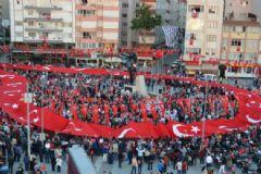 İstanbul'daki 'Gençlik Yürüyüşü' Büyük İlgi Gördü