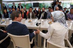 Davutoğlu Çifti Gazetecilerle Sohbet Etti:' Ben De Nerede O Cesaret?'