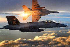 İki Savaş Uçağı Havada Çarpışarak Düştü