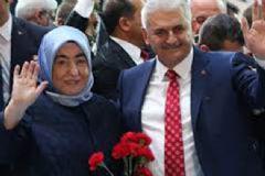 Binali Yıldırım Eşi İle Birlikte İstanbul'a Geldi