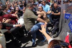 AK Parti Binasına Yürümek İsteyen CHP'liler Polise Saldırdı