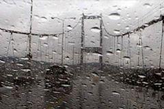 İstanbul'da Şiddetli Yağan Yağmur Trafiği Felç Etti