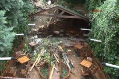 Kadıköy'de Tarihi Bina İnsanların Üzerine Yıkıldı