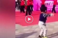 3 Yaşındaki Çocuğun Çılgın Dansı