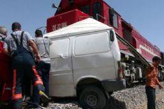 Elazığ'da Tren Yolcu Minibüsüne Çarptı: 9 Ölü