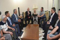 Kılıçdaroğlu Şehit Pilotun Ailesini Ziyaret Etti