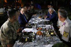 Başbakan Binali Yıldırım Askerlerle İftar Açtı