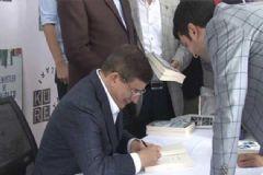 Ahmet Davutoğlu Yeni Kitabı İçin İmza Günü Düzenledi